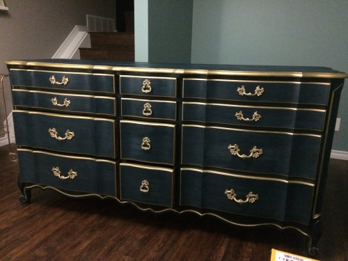 Eco Friendly Navy Blue Paint Makes Furniture Look Grand